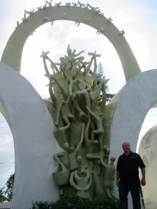 Surge of hope monument (3)